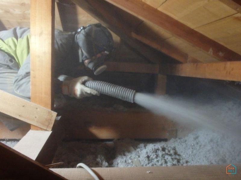 天井断熱リフォームの施工中