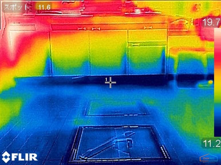 未断熱の床のサーモ画像