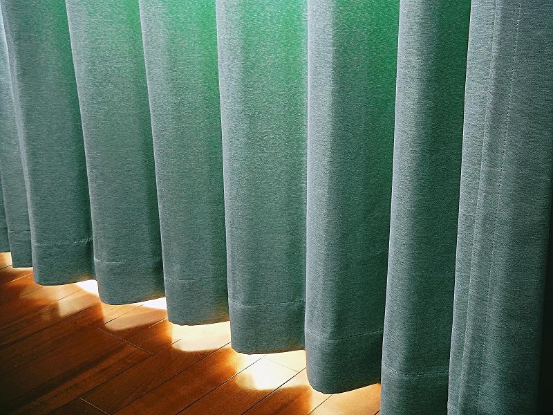 カーテンの隙間からの冷気に注意