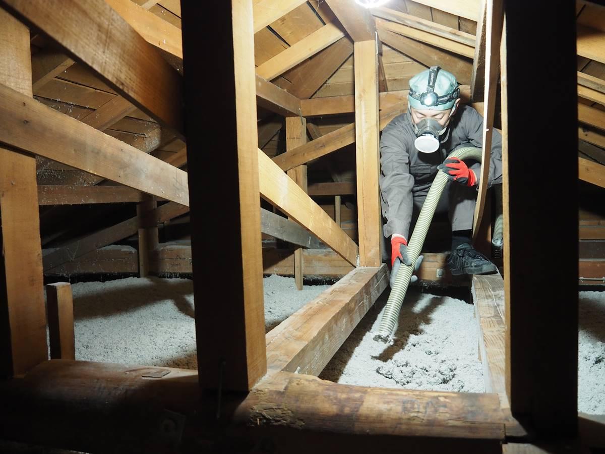 小屋裏の断熱施工